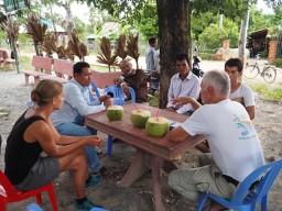 Gespräch in Kampong Speu